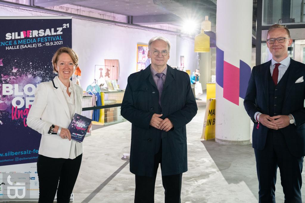 Ministerpräsident Dr. Reiner Haseloff mit Henry Alt-Haake (Robert Bosch Stiftung) und Donata von Perfall (Documentary Campus) | SILBERSALZ Festival 2021 |credit: Joachim Blobel