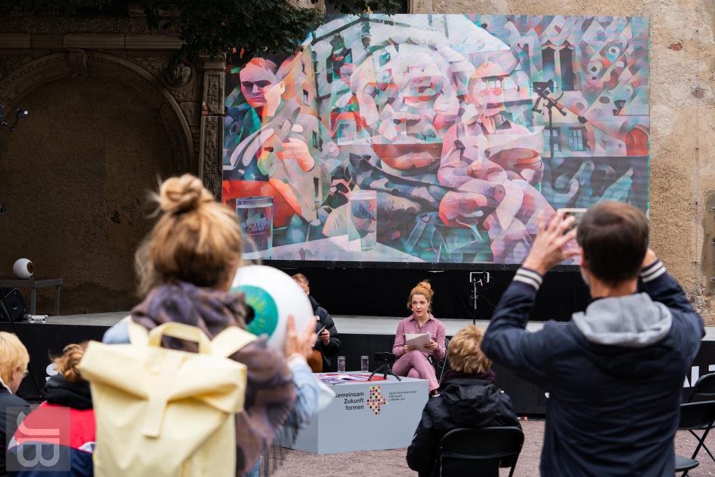 """Augenblick"" im Hof der Moritzburg | SILBERSALZ Festival 2021 |credit: Joachim Blobel"